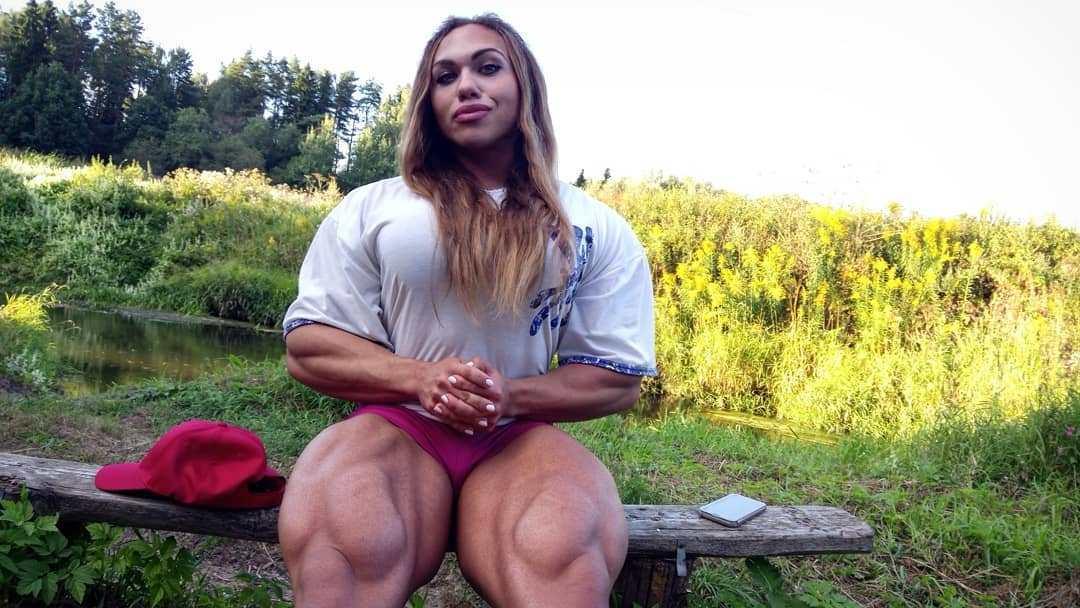 Бодибилдерша «Мускулистая Наташа» выложила свое детское фото. Общественность в ужасе! Это вообще женщина?