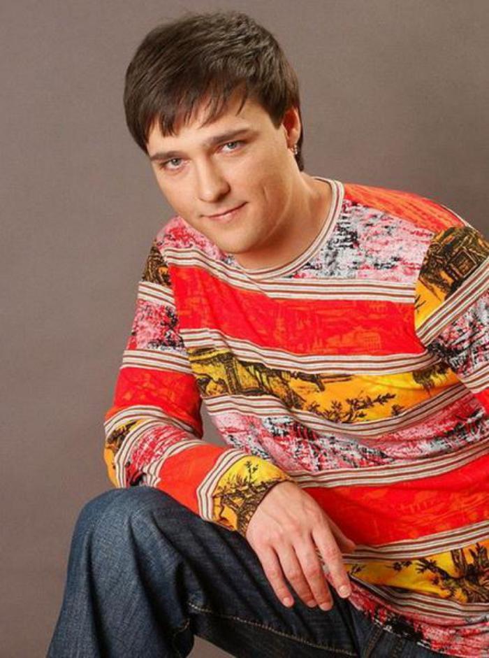 Юрий Шатунов — бывший солист группы «Ласковый май», сегодня является хорошим мужем и заботливым отцом.
