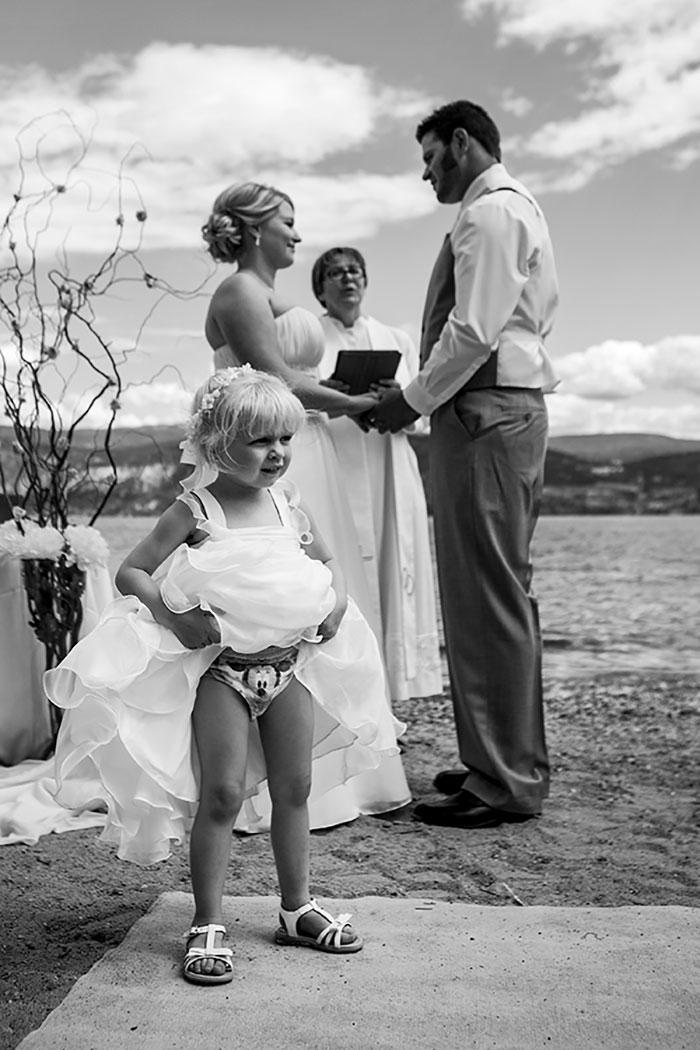 Дети на свадьбах, только они знают как там скучно