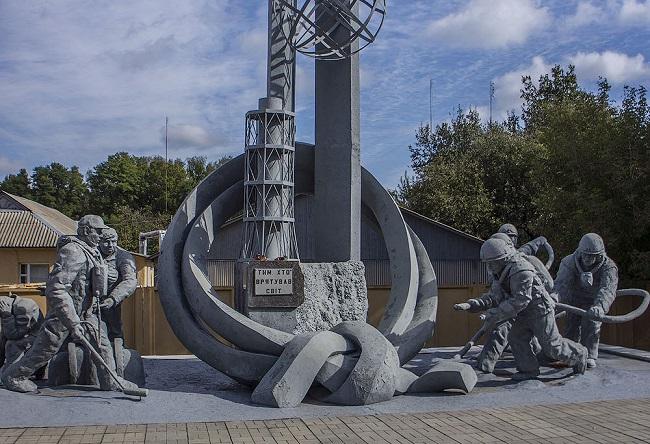Инженеры герои спасшие всю Европу. Они ушли в водолазных костюмах под раскалённый реактор Чернобыля