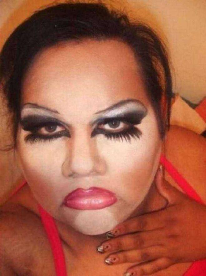 У этих девушек нужно отобрать косметику