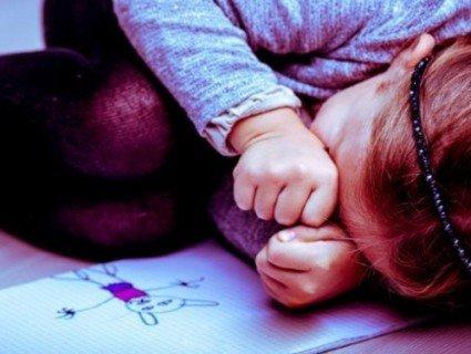 Хвиля педофілії в Україні - Ніжки зв'язав трусиками, дитина ридала: на Волині педофіл зґвалтував 5-річну дівчинку