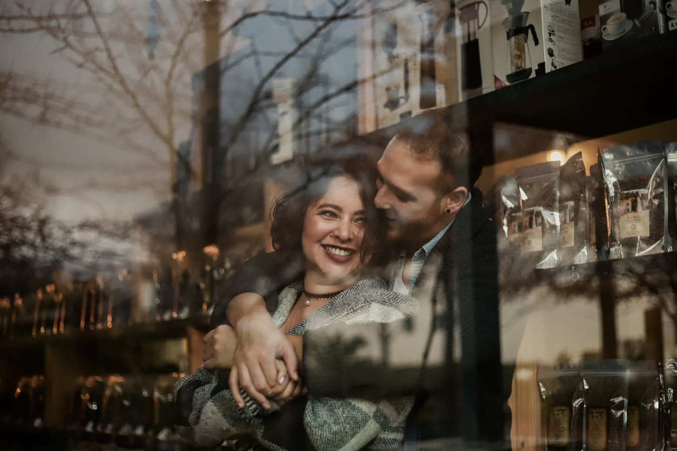 10 секретов, как догадаться, что парень влюблен