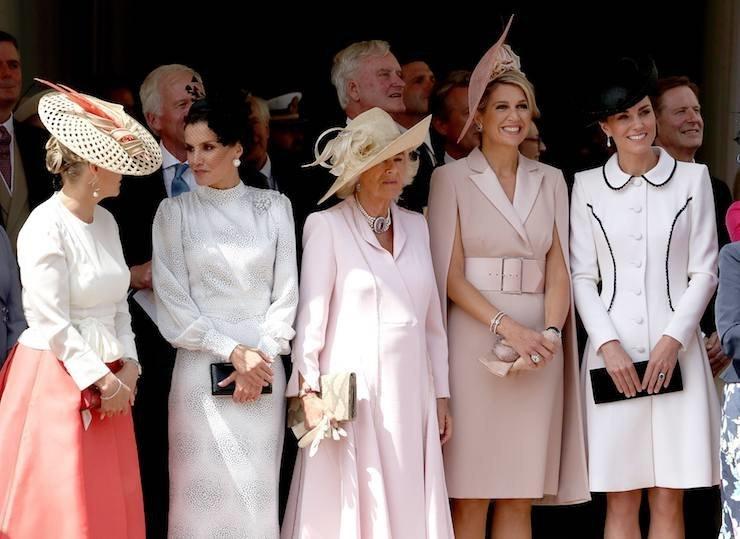 Белое платье-пальто Кейт Миддлтон на церемонии Ордена Подвязки