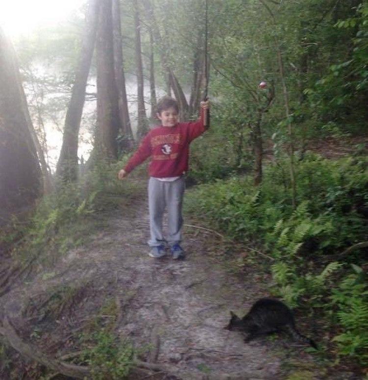 Папа с сыном уехали в лес на рыбалку, а вернулись оттуда с целой кошачьей семьёй