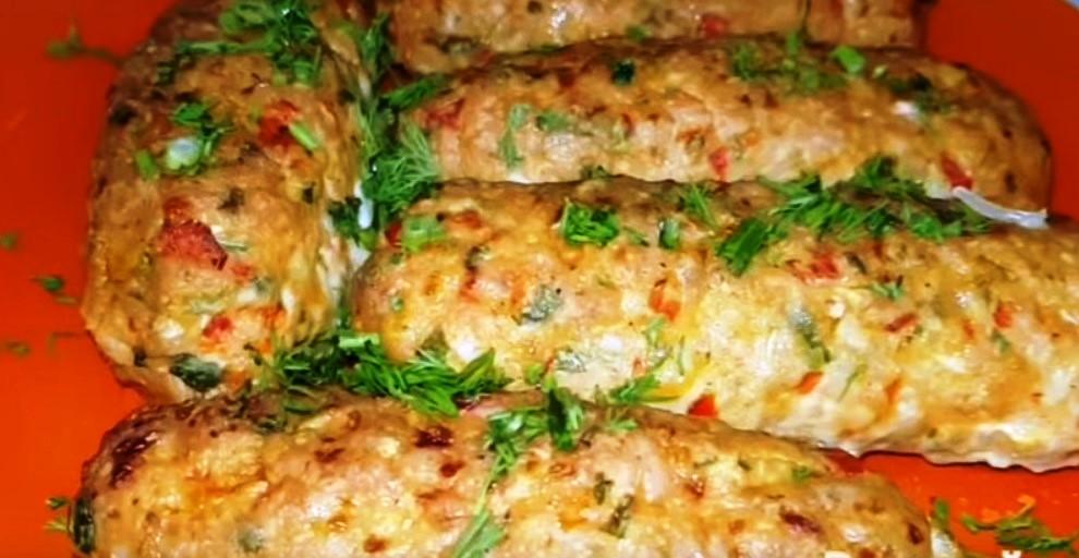 Очень вкусные мясные палочки с болгарским перцем, зеленью и сыром