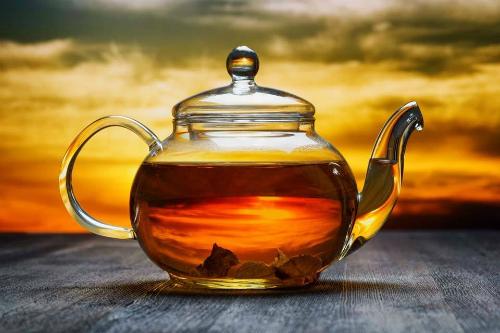 чайник с напитком
