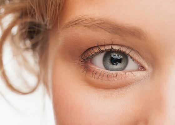 Разглаживаем морщинки вокруг глаз