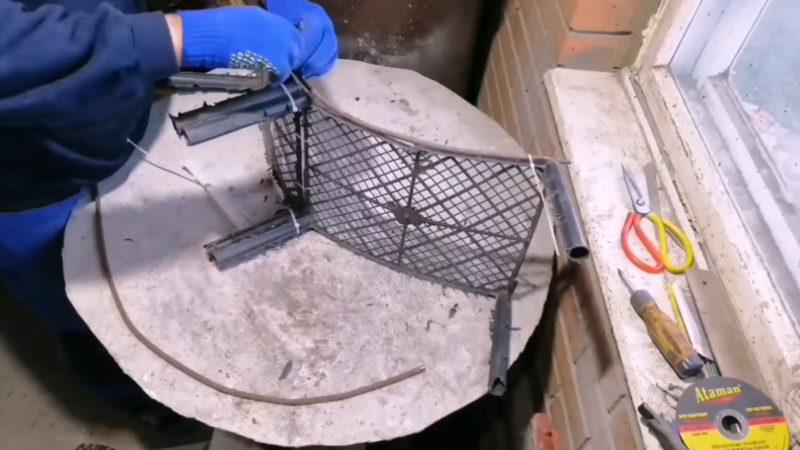 Мостик из пластикового ящика, который может украсить ваш участок