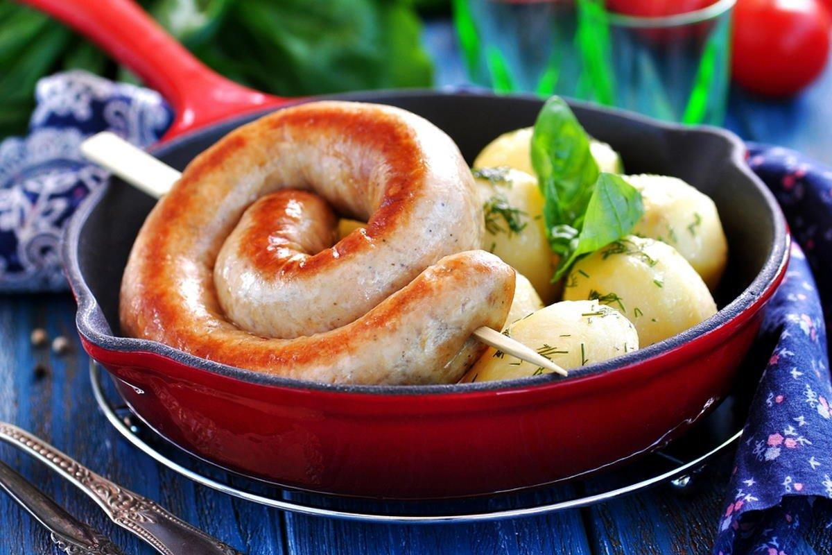 Рецепт домашней колбасы из куриного мяса на сковороде