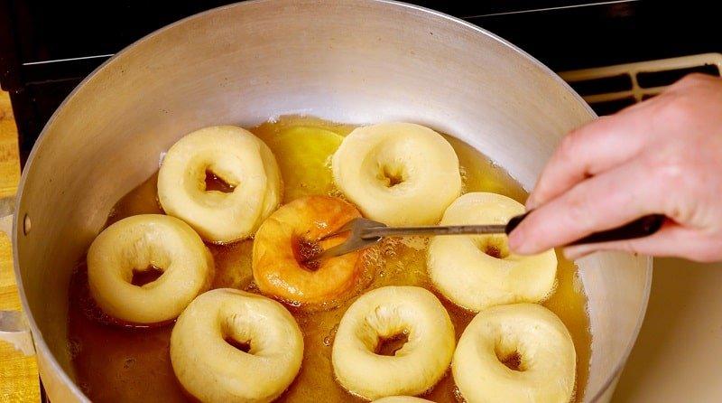 Инструкция по приготовлению творожных калачей на сковороде