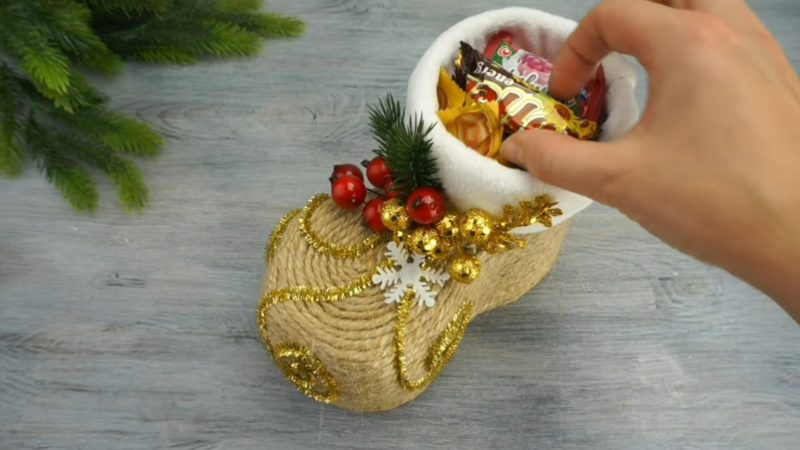 Отличная идея из бутылки: рождественский сапожок на новый год