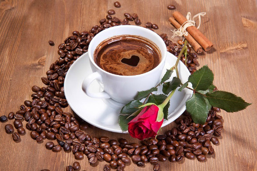 чашка кофе и роза
