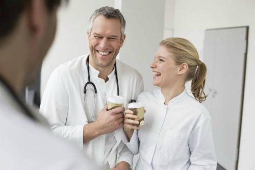 врачи пьют кофе