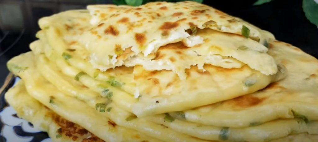 Самые вкусные кефирные лепешки с сыром и зеленью. Съедаются в один миг